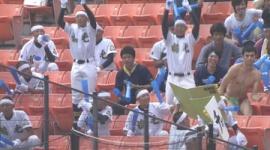 小島よしおが高校野球の応援席で海パン姿になって高野連に怒られる