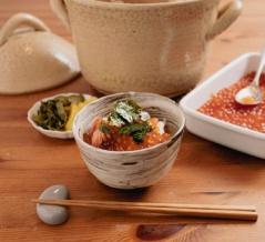 「あたりまえのぜひたく。」(きくち正太)の自家製イクラで作る秋鮭の親子丼