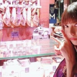 『市場が好きになってしまった飛鳥ちゃんw 正面は生ハムか?w【乃木坂46】』の画像