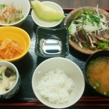 『今日の桜町昼食(鰹のたたき)』の画像