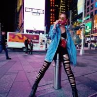 西内まりや、ニューヨークで抜群スタイル投稿に「ズボンがボロボロじゃん」「どこを目指してるの?」の声