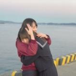 『これは…日向坂46金村美玖が小坂菜緒を抱きしめる!』の画像