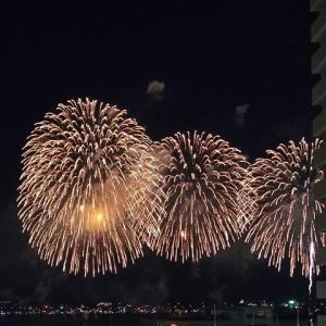 娘 3度目の神戸の花火を見る