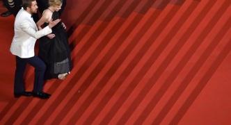 【芸能】キムタク、着物女優をエスコートせず レッドカーペット階段「ひとり飄々と」