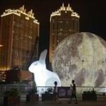 台風14号が中国で猛威!巨大な「月のオブジェ」が市街地を転がり回る事態にwwww