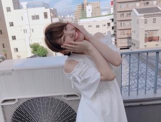 【画像】こういう笑うと目がなくなる女の子可愛すぎるwww
