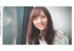 【衝撃】新内眞衣、窓ガラスに・・・秋元真夏?!www