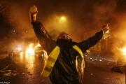 フランス、ガソリン税増税で警察の武器庫が襲われ市民が重火器奪取、ようやく陸軍出動。