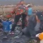 【動画】中国、食用油輸送車が横転し油が流出!住民殺到し毎度の「略奪」開始~!