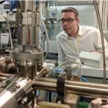 『英米チームがプラスチック分解酵素を偶然製造、環境対策に期待』の画像