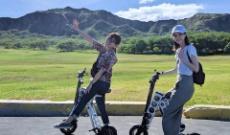 ハワイを満喫する西野七瀬と伊藤かりんwww