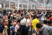 【米コストコが中国で開店】大混雑で初日営業を打ち切り、ローストチキン争奪戦も