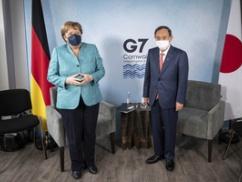 【画像】メルケル首相を前にした菅首相の表情wwwwwwwwwwwww