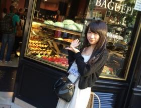 乃木坂46秋元真夏がパリで乳こぼれそう服着ててワロタ