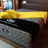 『【2013年ボーナスセール・私の「気になる家具」】サータ社のHOTEL STYLE 596に片面一体型パーフェクトナイト・Q』の画像