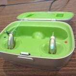 『簡単に使える充電式補聴器「フォナック・オーディオB」装用イメージ動画』の画像