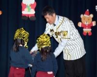 阪神・能見が幼稚園におもちゃ贈呈 子供の笑顔に元気もらう「非常にうれしい」