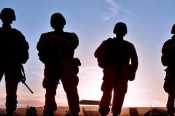 海外「本物のヒーローだ」大晦日に起きた交通事故、少年を車から救い出したのは屈強な米軍海兵だった