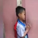 【動画】中国、悪ガキがやらかす!2本の柱の隙間に頭が挟まって抜けなくなる! [海外]