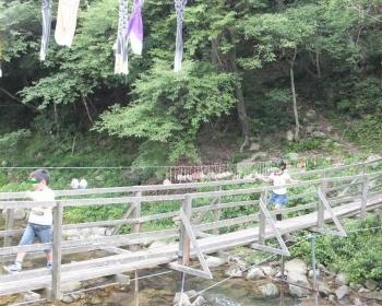 西脇市の私設自然公園「木縫の里」の吊り橋の桁が傾き4人が川に転落 両腕を折る人も(現場画像・動画あり)