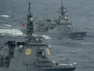 海上自衛隊イージスと米海軍空母「セオドア・ルーズベルト」が沖縄近海で共同訓練…海洋進出を強める中国や北朝鮮を牽制!