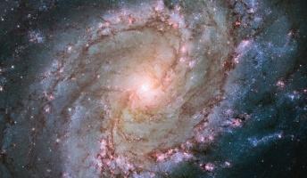 2兆個の銀河があり、その銀河には1000億個の星がある。この途方もない数が実在するわけだが・・・
