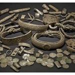 【衝撃】教会の敷地内でお宝発見! バイキングの財宝と見られる