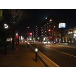 『夜の市役所南通り』の画像