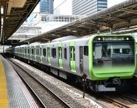 『山手線E235系第37編成と埼京線E233系の手歯止めと西武20000系の前照燈』の画像