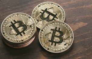 【仮想通貨】ビットコイン分裂祭りに乗ったほうがいいのか悩むよなwwwww