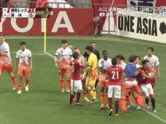 【 動画 】韓国・済州の控え選手が試合中に浦和・阿部にエルボー!酷すぎる!