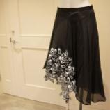 『N°21(ヌメロ ヴェントゥーノ)フラワーモチーフレーススカート』の画像