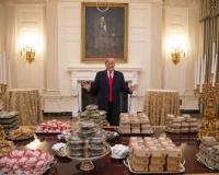 【悲報】(ヽ´ん`)「なんでこのハンバーガー包み紙が昭恵なんだよwwwwwwwwww」
