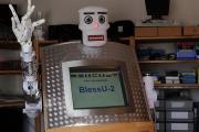 ドイツで「牧師ロボ」登場、その名も「BlessU-2」 両腕を上げて祈りを与え、手から光線を発するw