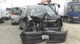 追跡するパトカーを振り切った後、信号に衝突 運転していた男性(28)が死亡