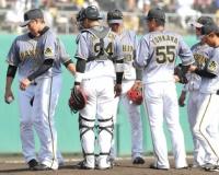【阪神】能見 今季初登板は予定の1イニング持たず 2/3回を7安打7失点で降板。