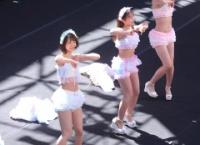 小田えりな、左伴彩佳、佐藤朱の「ジッパー」をご覧ください
