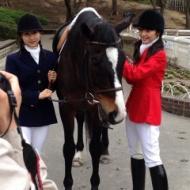 道重さゆみに乗馬に教える佐藤優樹が気品溢れオトナの雰囲気が纏っている件 アイドルファンマスター