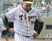 【悲報】阪神・メッセ、乱調5回4失点に悪態…球審に怒りあらわ&報道陣には中指立て