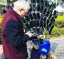 大量のスマホで『ポケモンGO』を一斉プレイする台湾の「ポケモンGOおじいちゃん」がさらに進化。自転車に67台ものスマホを孔雀模様に装着