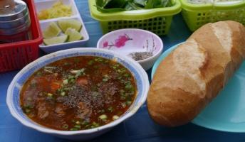 モルドバとベトナムのご飯、時々猫画像