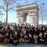 修学旅行初日に旅行先のパリでテロ…ホテル待機、帰国のメドたたず