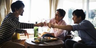 旦那の友達4人が家に来て、どんちゃん騒ぎしていった。ニコニコしながら料理ふるまったけど非常識すぎて旦那返品したい