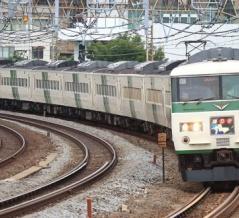 休日の東海道本線を下る185系特急「踊り子」号を撮る@戸塚カーブ(戸塚~大船)