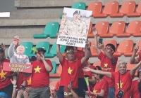 韓国代表の兵役回避が海外サポーターに全世界の前で嘲笑される 辛辣なボードが掲げられた