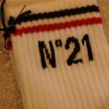 『N°21(ヌメロ ヴェントゥーノ)ロゴ入りソックス』の画像