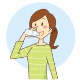 『間食しないで水だけ飲んでれば痩せる?』の画像