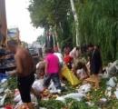中国で5トンの桃を積んだトラックが横転 近隣住民「おっしゃーボーナスステージ!」と強奪開始