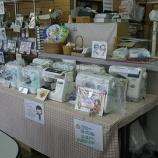 『【大映ミシン 店外・店内の模様替え】試し縫いコーナー&キッズスペース完備。ハロウィン風のお店でお客様をおもてなしします!』の画像