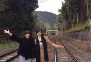 【バカばっか】松本伊代の線路が観光地になってるんだけどwwwww